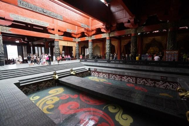 水池在王座前面的大殿,在很多電影出現過。
