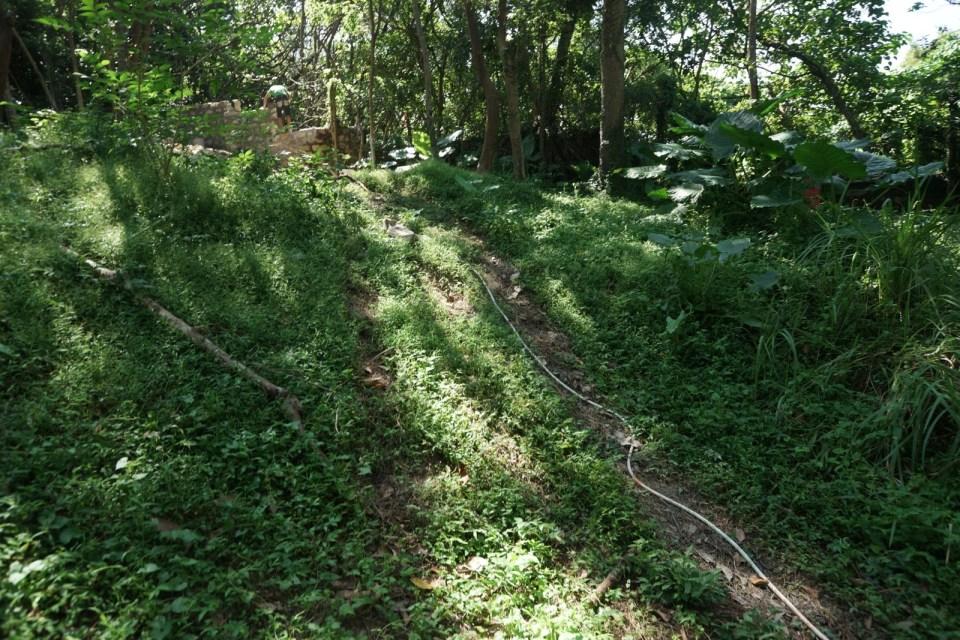 魔鬼森林出口一分為二:這是—需要落石級、但稍短的路線。
