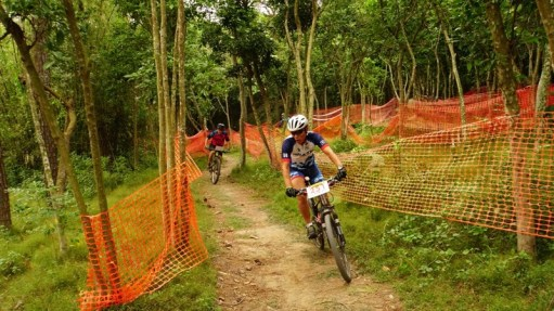 森林一段彎位極多,考驗速度及轉向兩者兼顧能力。
