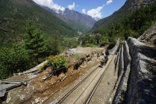 從 Lukla 至 Namche,會經過十多條鐵索橋。