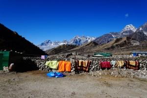 Dragnag 的旅館外掛住曬太陽的棉被。
