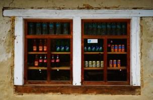 低海拔的地方仍可買到各式飲品。