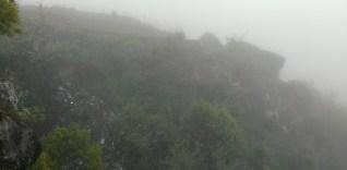 跑道末端是懸崖。