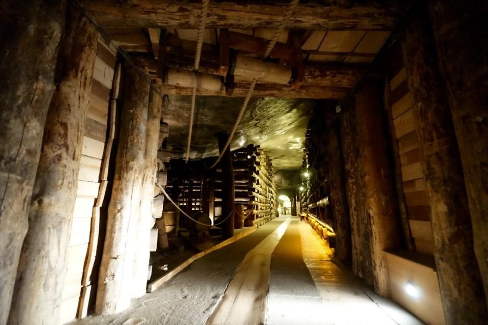 鹽礦是以 chamber 方法開採,和香港著名的馬鞍山礦場大相逕庭。