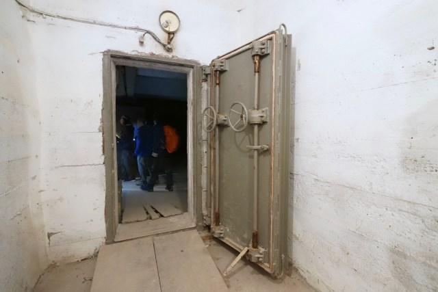 第二扇鐵門。