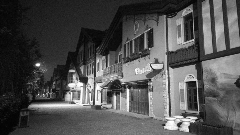 夜遊仿瑞士小鎮(爛尾)