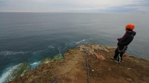 除了行山,懸崖當然玩游降。