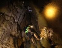 黃金洞 — 秤架溶洞探險記(上) HD video