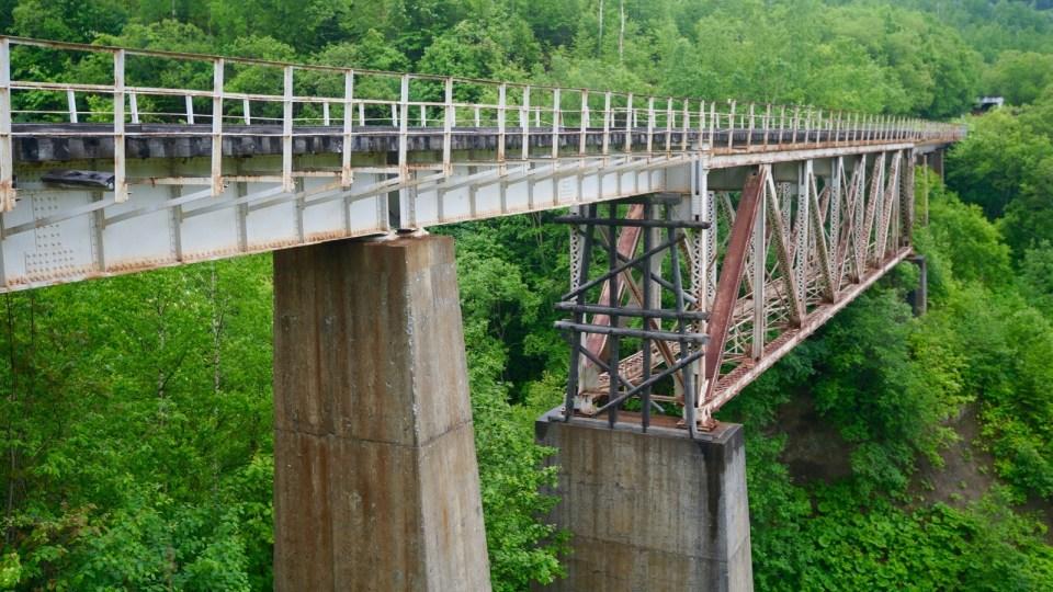 大膽走過 Devil's Bridge,繼續往更高的 Witch's Bridge。