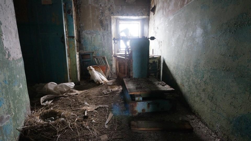 塔底的倉庫。