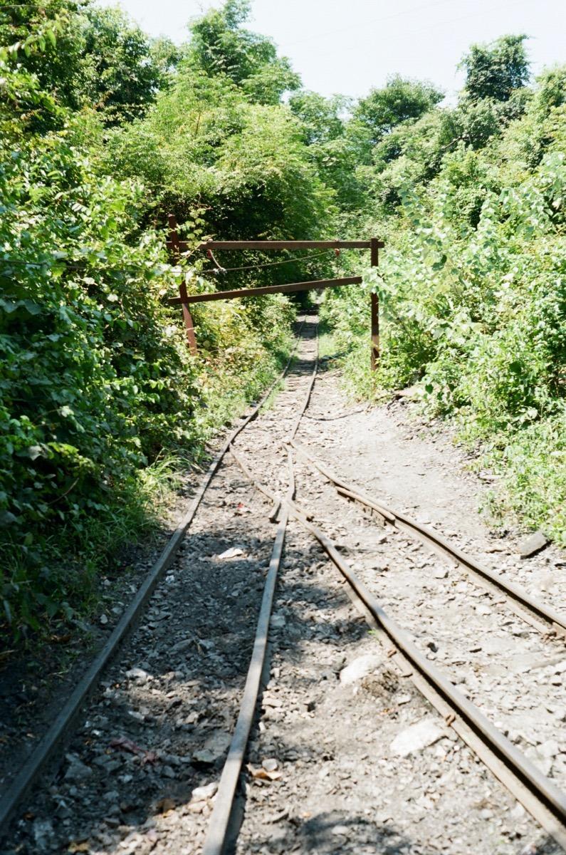 搭煤礦窄軌火車去參觀煤礦