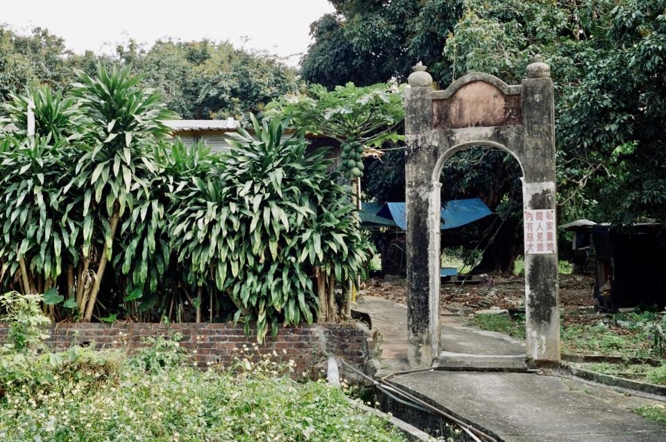乾德門旁邊的拱門。