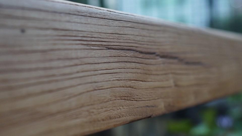 榆木的木紋強烈。