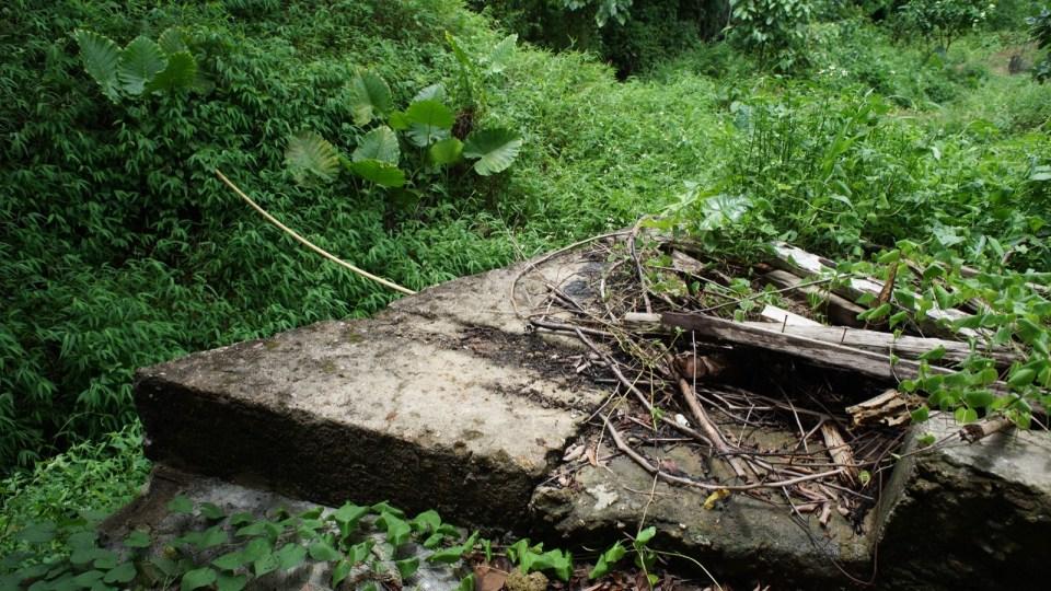 橋躉凹槽相距 76cm。