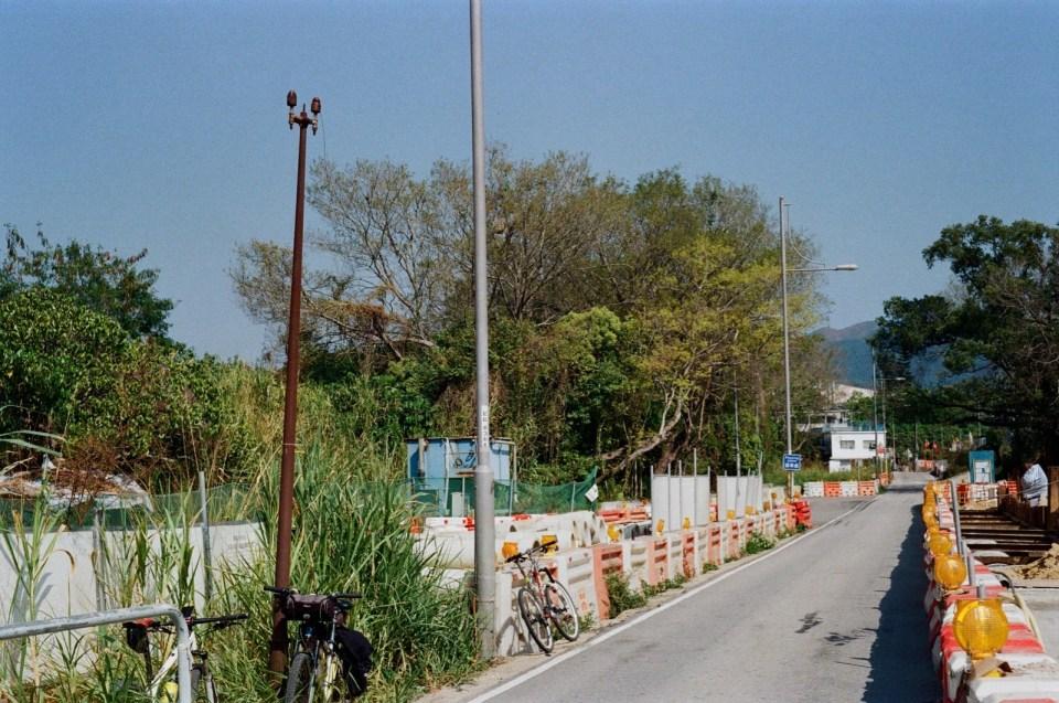 蓮麻坑路路邊(曾移位,估計是後期更新過)。