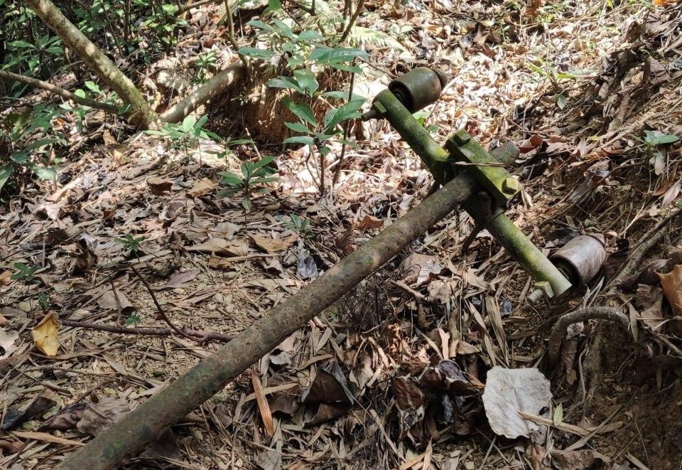 文錦渡配有 Macintyre 絕緣體、已倒下的桿。