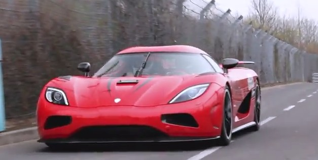 Video: Koenigsegg Agera R passes by on the Nurburgring doing 250 mph
