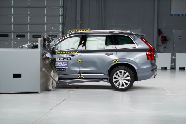 The 2016 Volvo XC90 smashes the IIHS safety tests, scores Top Safety Pick+ w/ video