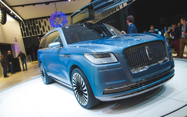 2016 New York: The Lincoln Navigator flamboyantly sticks out on the Javits Center