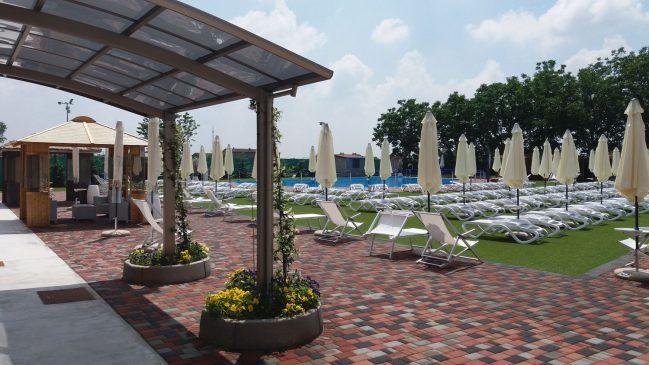 Piscina all 39 aperto con solarium ego club - Hotel con piscine termali all aperto ...