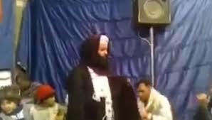بالفيديو.. منشد ديني يسب من لا يصلي على النبي بألفاظ خارجة