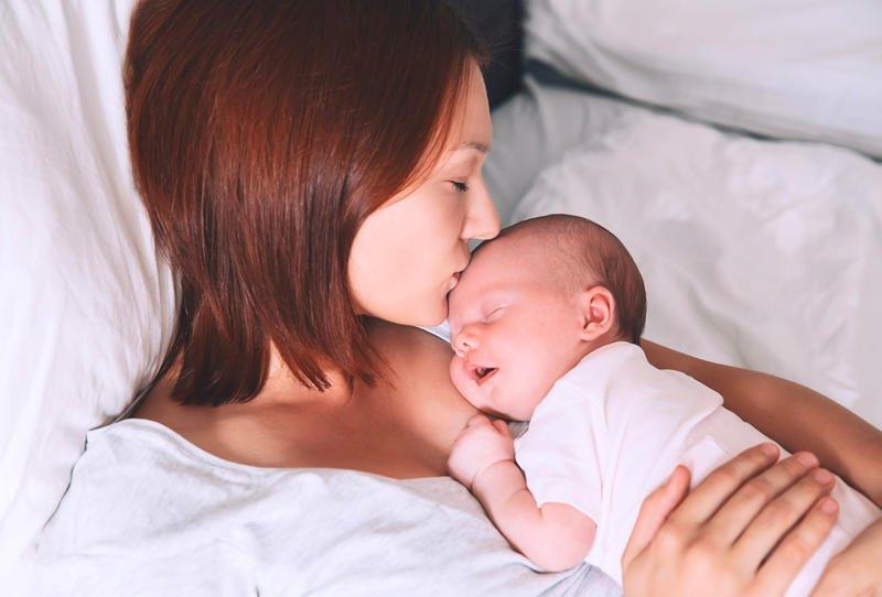 سبب بكاء الطفل في الشهور الأولي .