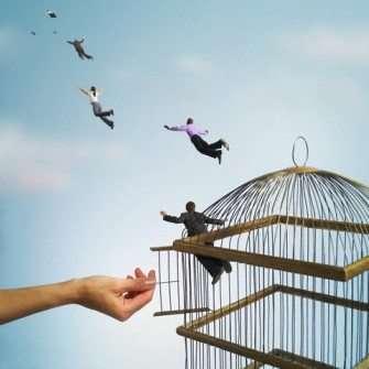 Pessoas-voando-da-gaiola42 Title category