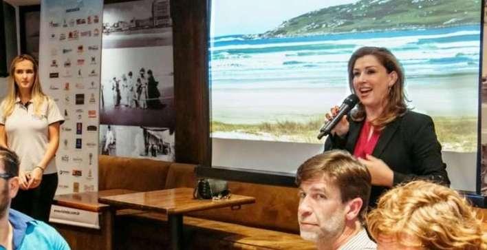 Margot-apresentando-o-destino-em-jantar-de-relacionamento-em-Mar-Del-Plata Title category
