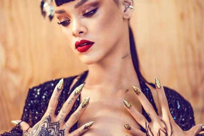 Rihanna-Unhas-alongadas-em-formato-Stiletto Title category