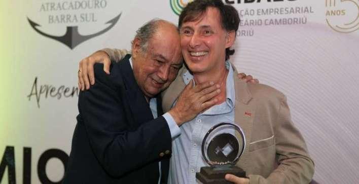 Avelino-e-Alejandro-Olivera-da-Pousada-Estaleiro-Village Title category