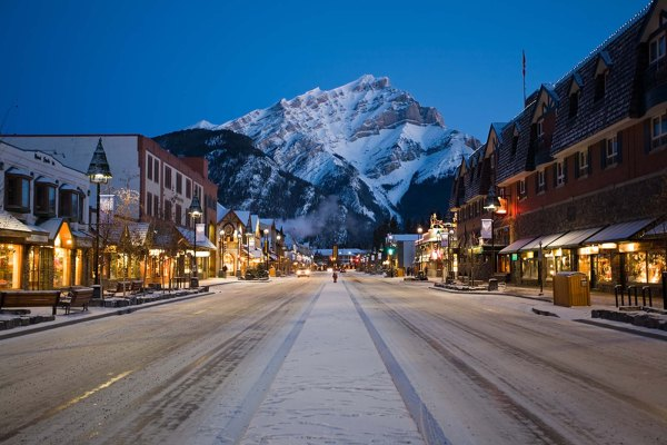 destination_signature_banff_avenue_nightime_winter_paul_zizka_11_horizontal-600x400 Title category
