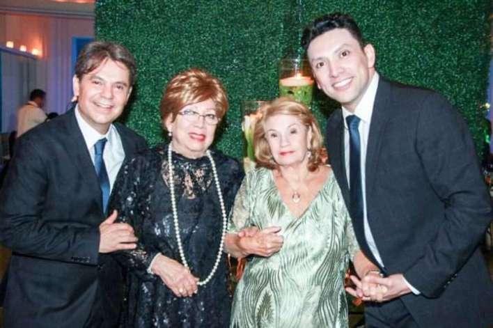 Arilton-Freitas-e-sua-mãe-Marta-Iracema-e-seu-filho-Rubén-Torrego-Im.001-e1518975832173 Title category