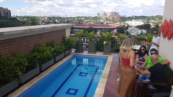 Deck-da-Piscina-com-Estadio-do-Morumbi-ao-Fundo-Im.001-780x439 Title category