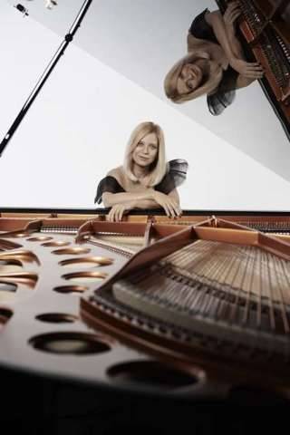 Valentina-Lisitsa-Foto-Gilbert-Francois-5-320x480 Title category
