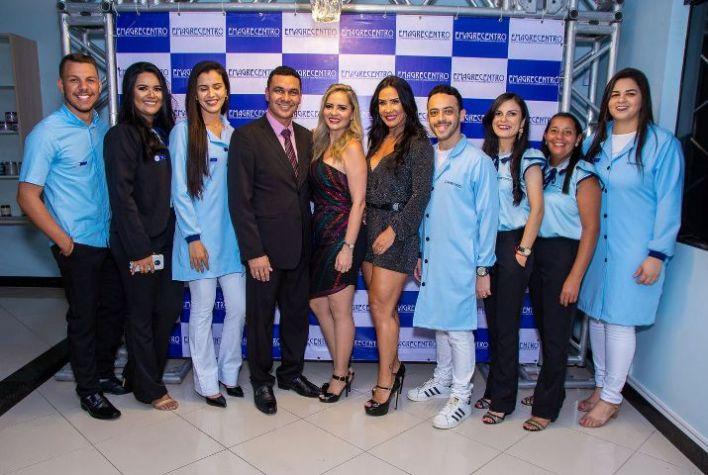 Scheila-Carvalho-com-equipe-Emagrecentro-Itabaiana-Im.001 Title category