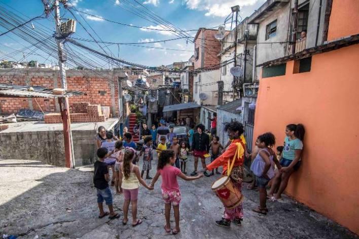 Circo-do-Asfalto-De-olho-no-Duto-Im.004 Title category