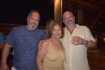 mini-32-Helio-de-Paula-e-Guto-de-Paula-com-a-mãe-Linda-de-Paula-340x227 Title category