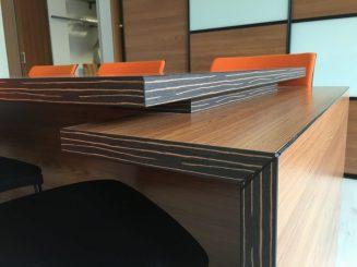 Asztal sarok kialakítás az irodabútornál