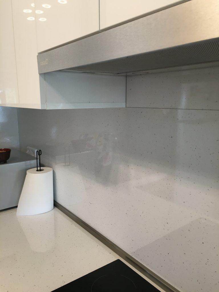A konyhaszekrény csempepótló hátfala