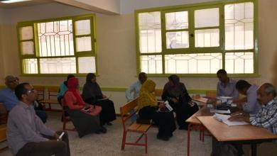 Photo of توزيع شرائح تابلت أولى ثانوى داخل الفصول وأفنية مدارس أسوان