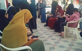 Photo of زحام أمام سنترالات دمياط للحصول على شريحة التابلت