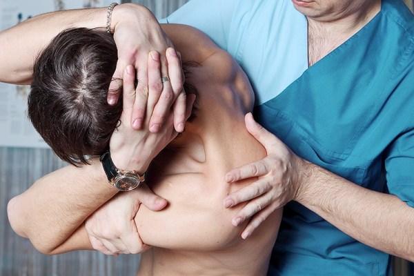 افضل دكتور بيعالج الانزلاق الغضروفي بالعلاج الطبيعي الشيخ زايد