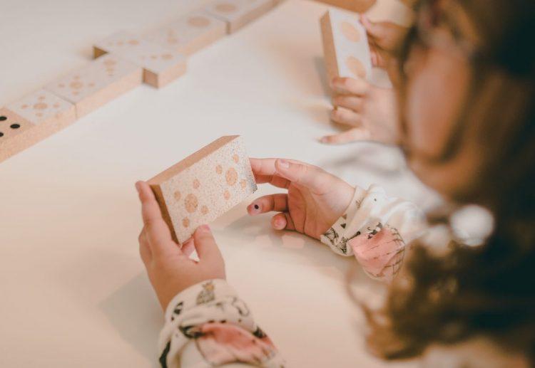Domino Elou Cork Toys Numeros Foto ambiente