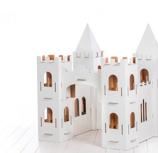 castelo gigante de cartão