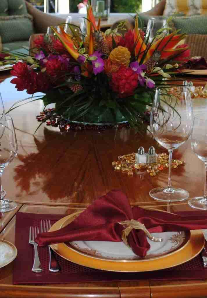 addobbare la tavola di Natale con i fiori