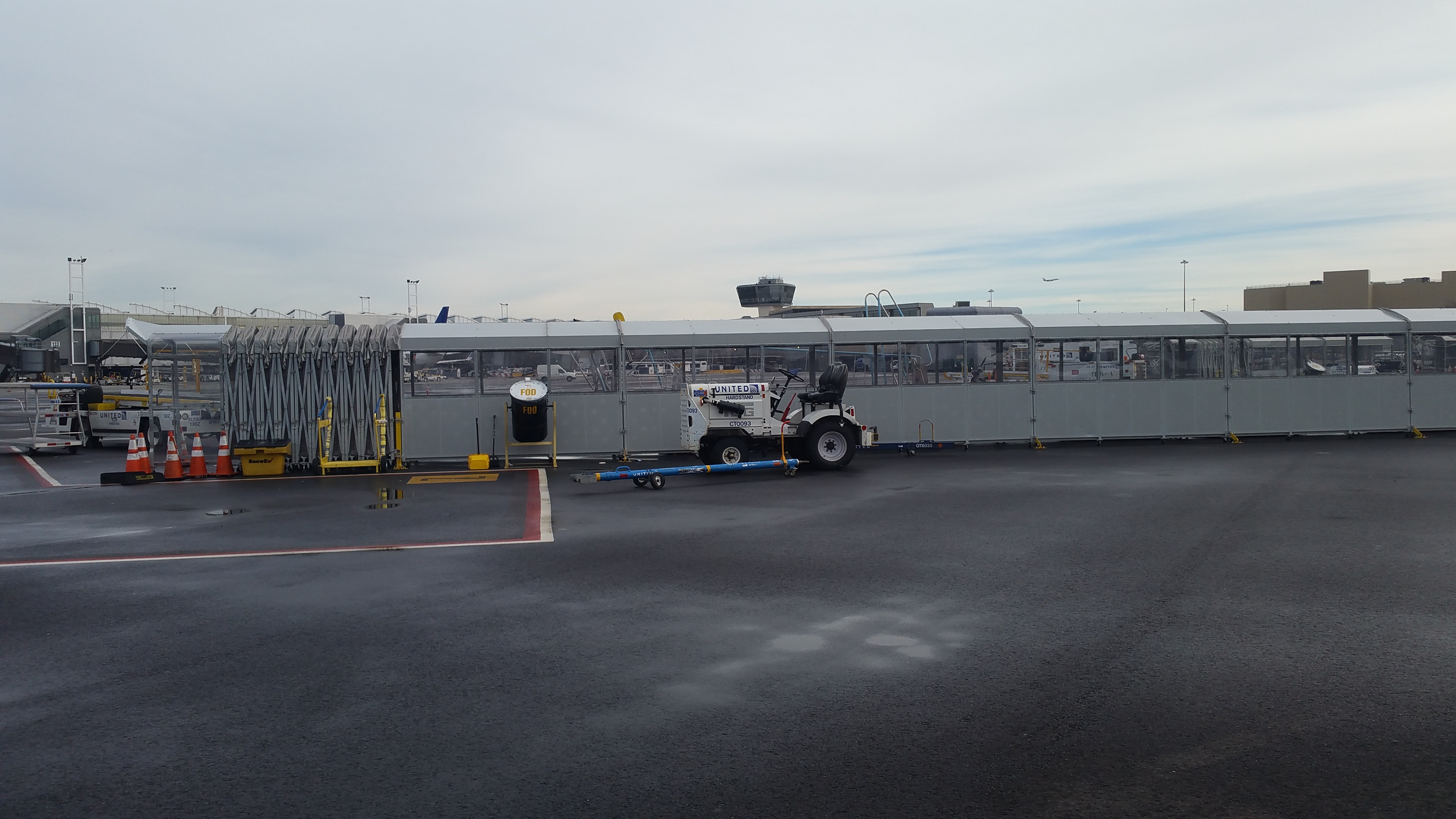 commute-a-walk, ground boarding equipment, east island aviation, ewr, newark airport, united airlines