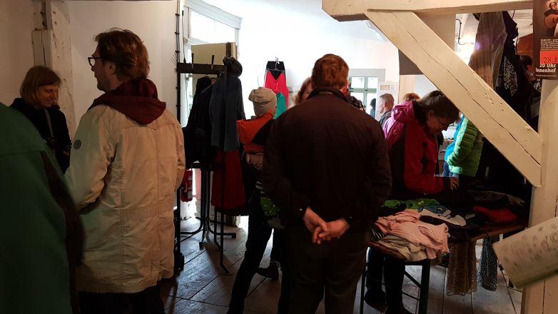 Verschenkeflohmarkt in der Herrenmühle - mit Dirk Adams