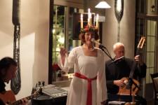 """Das Pia-Fridhill-Trio bietet ein Weihnachtsprogramm auf schwedische Art im """"Hotel Friedrichs"""". Bild: Michael Thalken/Eifeler Presse Agentur/epa"""