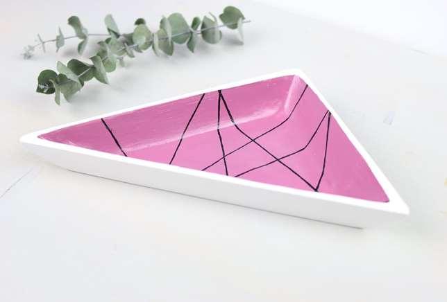 Fertige Schmuckschale im geometrischen Design.