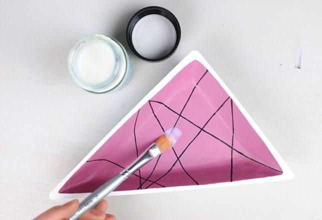 Bemalen der Schmuckschale mit Acryl-Glanzlack